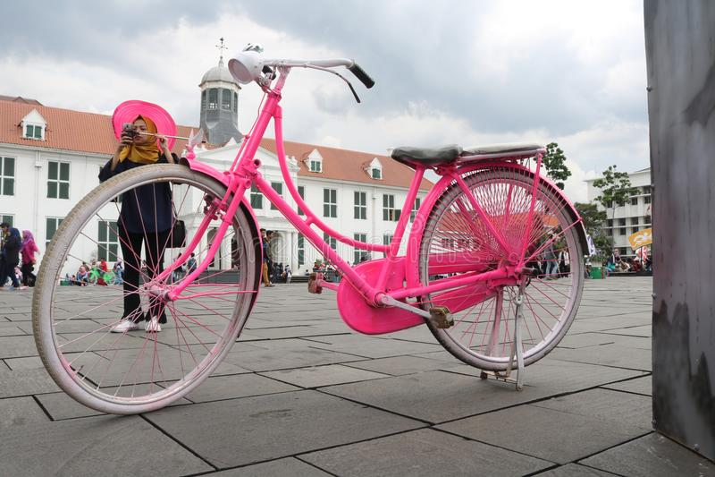 Vieux vélo Jakarta de ville photos libres de droits