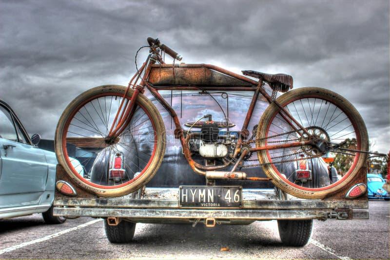 Vieux vélo rouillé photo stock