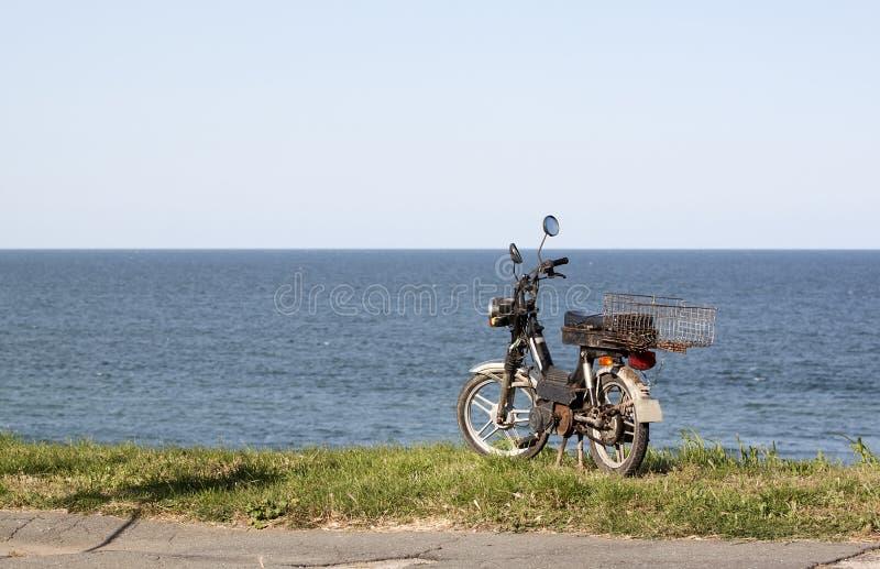 Vieux vélomoteur photographie stock