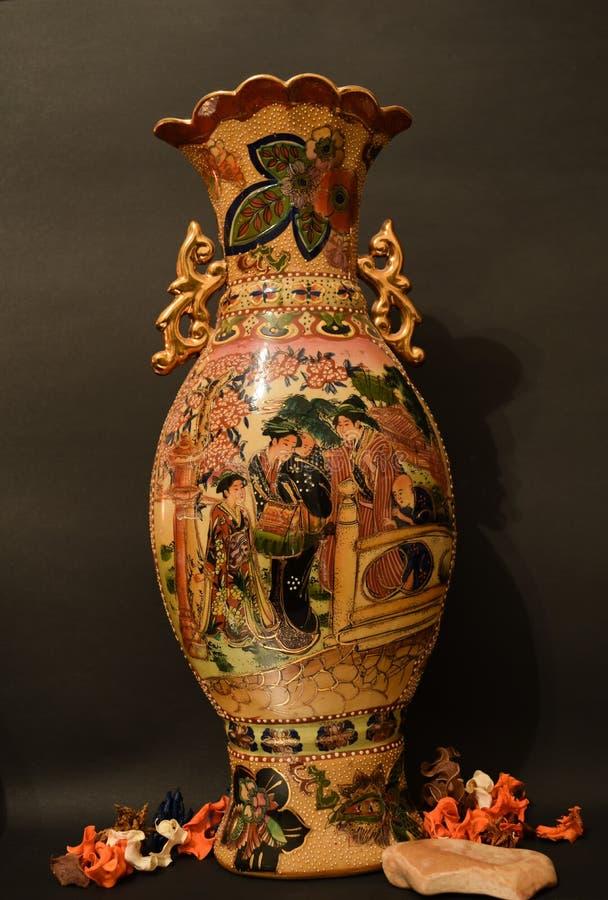 Vieux vase ming en céramique images stock