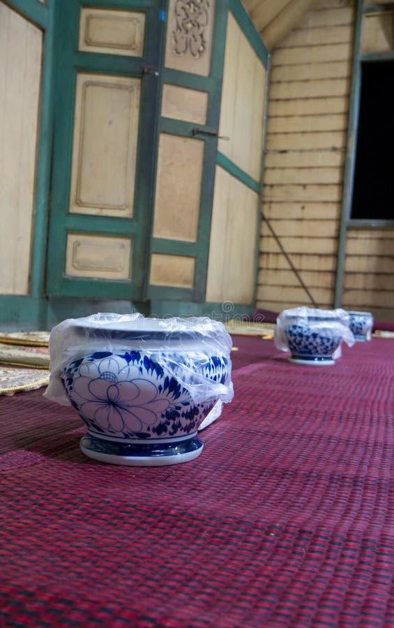 Vieux vase thaïlandais coloré photographie stock libre de droits
