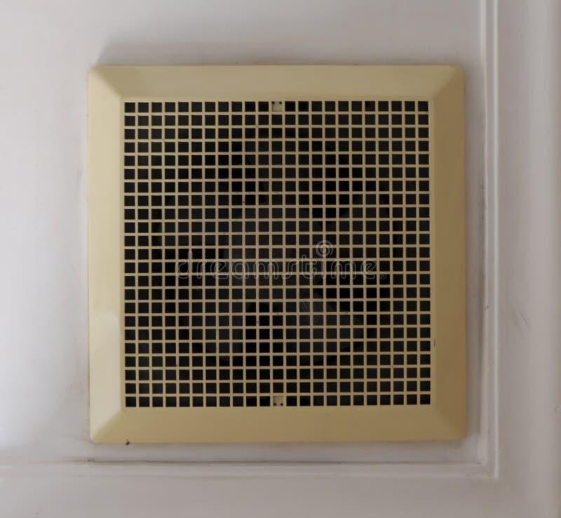 Vieux ventilateur d'extraction de plafond photos stock