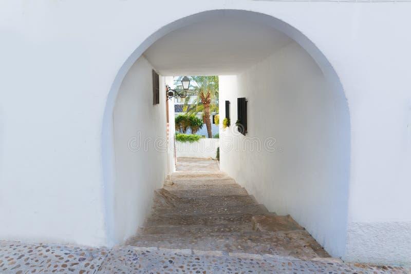 Vieux village d'Altea dans le blanc typique chez Alicante image stock