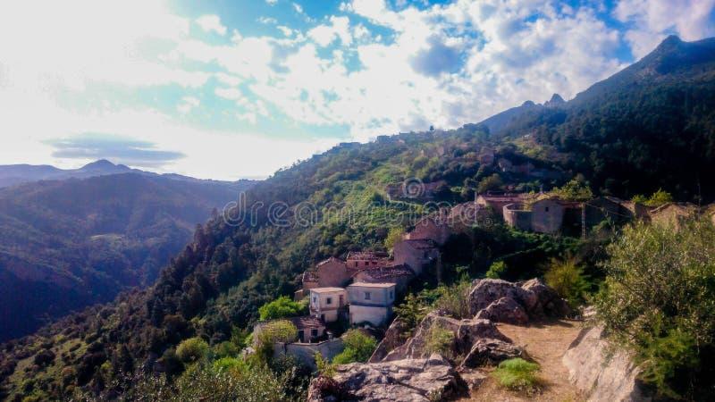 Vieux village de montagne photographie stock