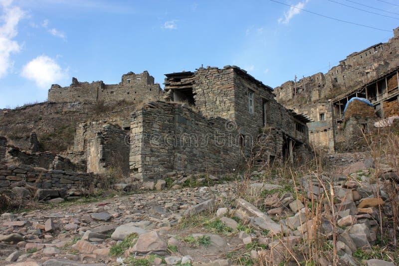 Vieux village en montagnes de Dagestan photos stock