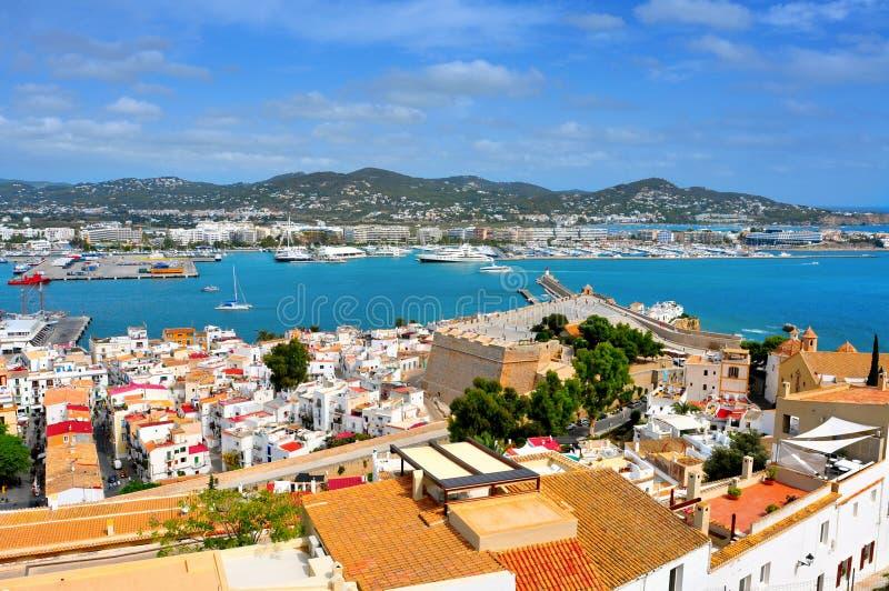 Vieux ville et port de ville d'Ibiza photographie stock libre de droits