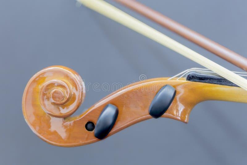 Vieux violon en bois classique et partie détaillée image stock