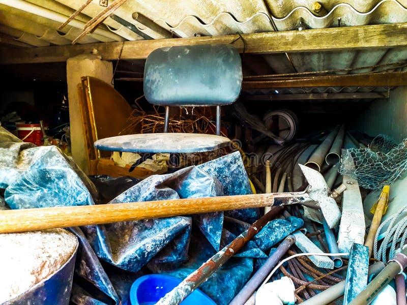 Vieux vis et clous rouillés Fond pour la construction et l'industrie photo libre de droits
