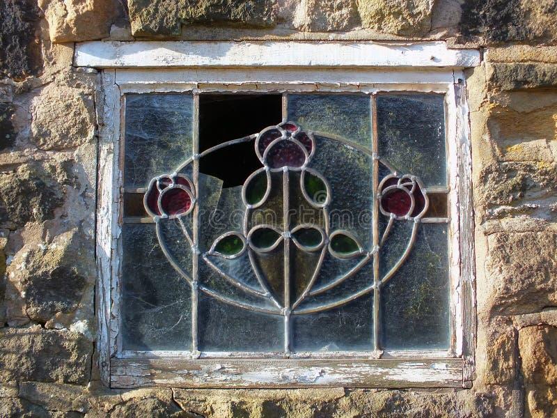 Vieux vitrail décoratif cassé d'avance images stock