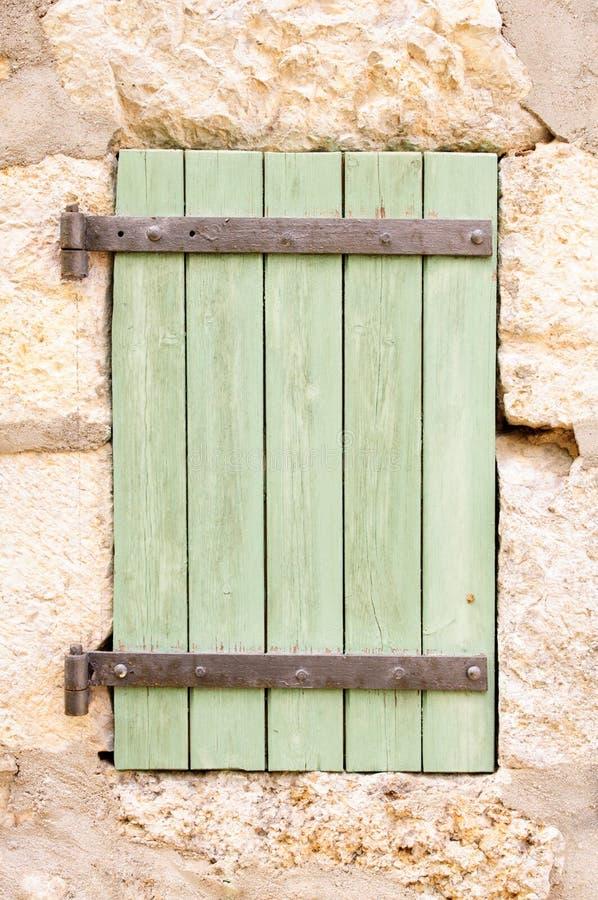 vieux volet en bois de fen tre photo stock image du personne charni re 34070076. Black Bedroom Furniture Sets. Home Design Ideas