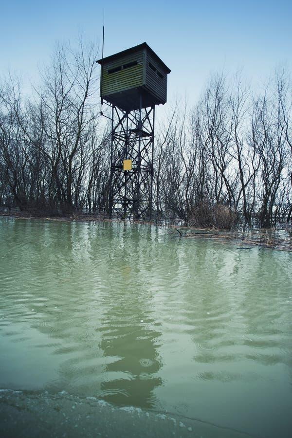 Vieux watchpost militaire de cadre photos stock
