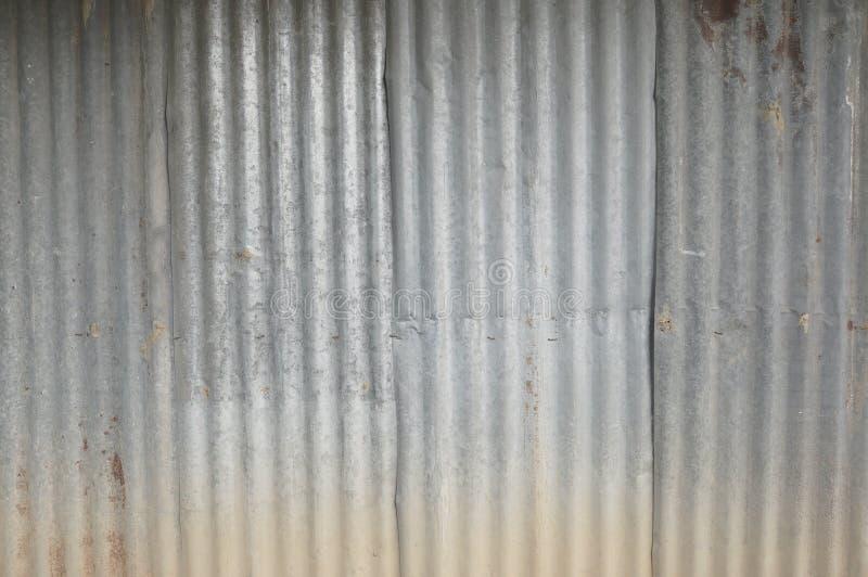 Vieux zim mur, fond d'éplucher la peinture et le vieux métal rouillé Zinguez le m?tal ondul? rouill? de fond de mod?le de texture photo stock