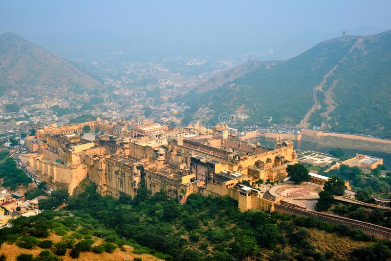 View of Amer Amber fort and Maota Lake, Rajasthan, India stock afbeeldingen