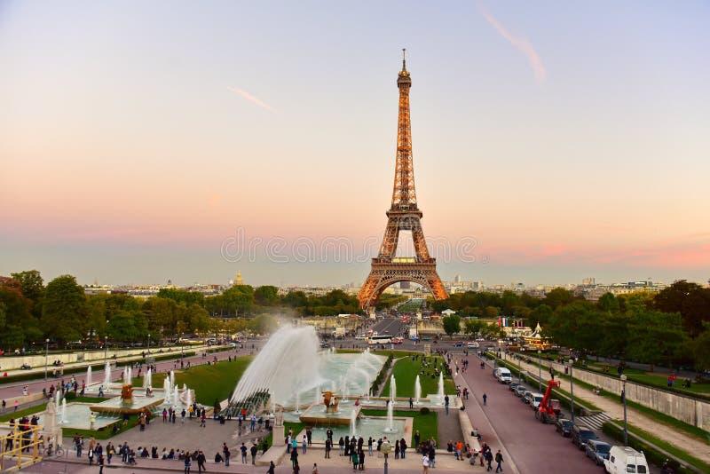 View of the eiffel tower from jardins du trocadero park in - Aquarium de paris jardin du trocadero ...