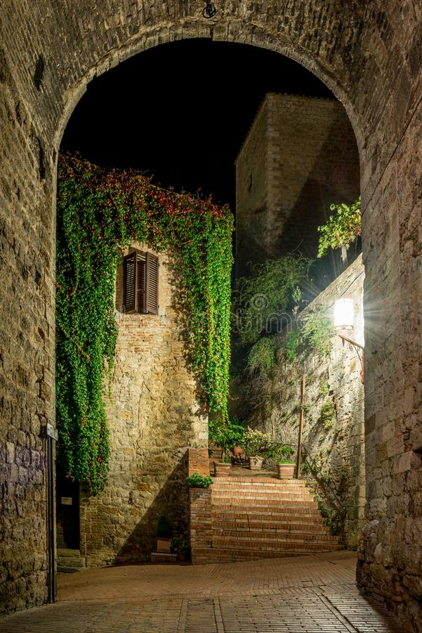 Free View Of A Foreshortening Through An Arch In San Gimignano In Tuscany By Night Royalty Free Stock Photo - 165776495