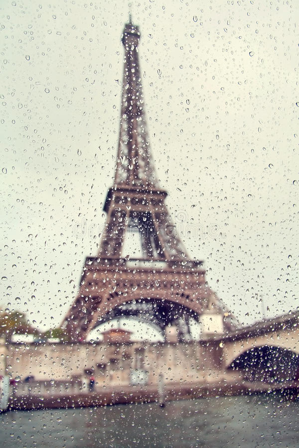 Free View On The Eiffel Tower Through The Window With Rain Drops. Stock Images - 84131474