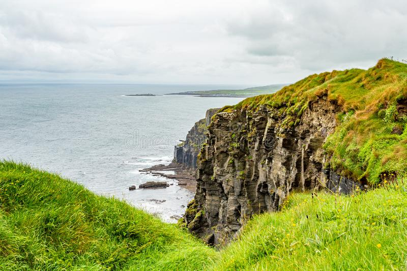 View of the rocky cliffs in the Irish countryside along the coastal walk route. From Doolin to the Cliffs of Moher, geosites and geopark, Wild Atlantic Way stock photography