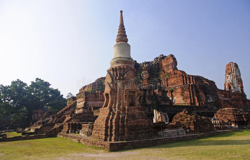 View of the ruins of Wat Mahathat royalty free stock photos