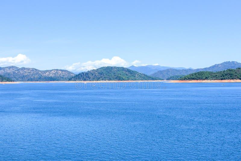 View of the Shasta Lake, California, USA royaltyfri fotografi