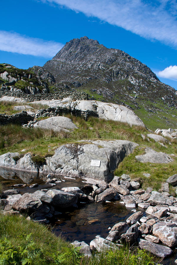 Download View to Tryfan stock image. Image of peaks, glyderau - 14853483