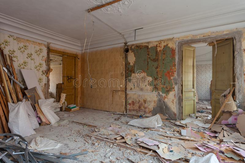 View of the vintage room with fretwork on the ceiling of the apartment and retro chandelier during under renovation, remodeling. And construction. The process stock photos