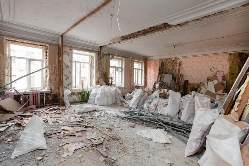 View of the vintage room with fretwork on the ceiling of the apartment and retro chandelier during under renovation, remodeling. And construction.nThe process stock images