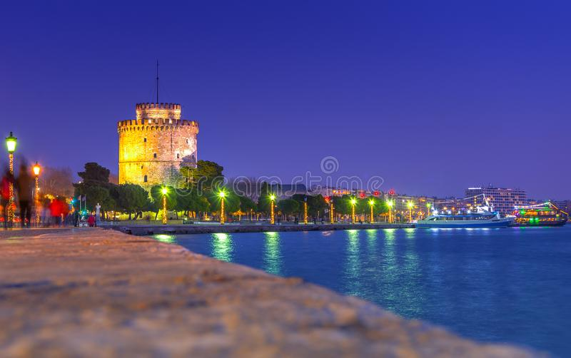 View of the White Tower of Thessaloniki which is a monument and museum on the waterfront of Thessaloniki, capital of the region o. F Macedonia in northern Greece stock photo