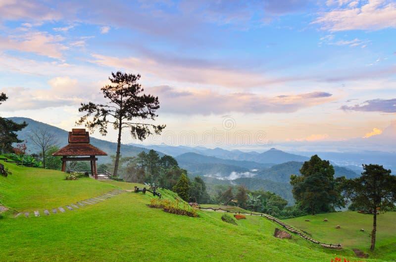 Viewpoint i nationalpark. Huai Nam Dang. Thailand arkivfoto
