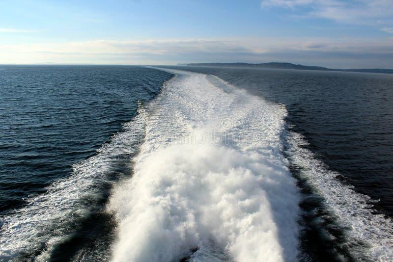 A vigília de uma balsa no noroeste pacífico imagens de stock royalty free