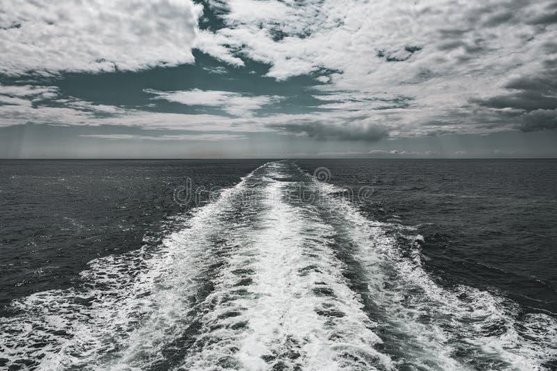 A vigília do navio no Solent fotos de stock