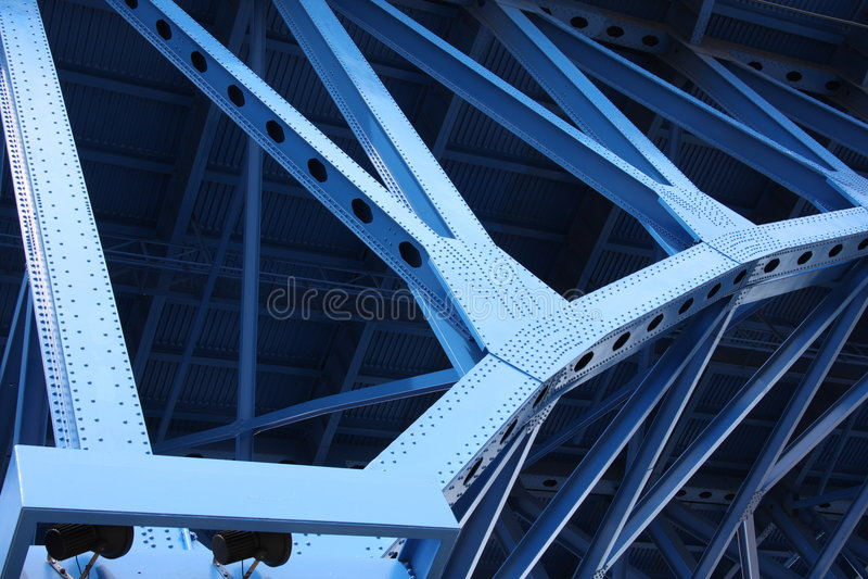 Vigas de ayuda del puente imágenes de archivo libres de regalías