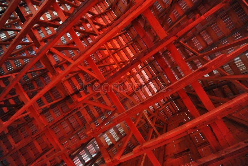 Vigas interiores de un granero fotografía de archivo