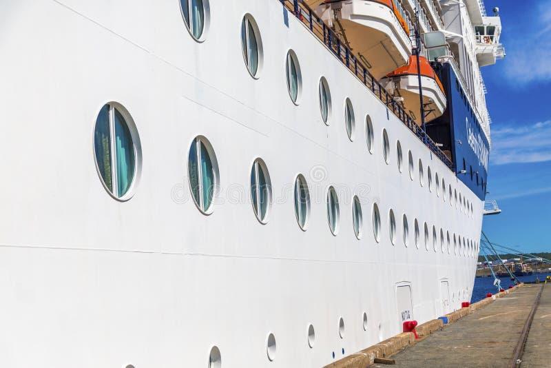 Vigias ao longo do navio de cruzeiros fotos de stock