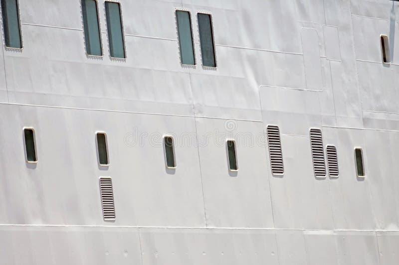 Vigias na casca branca do navio imagem de stock