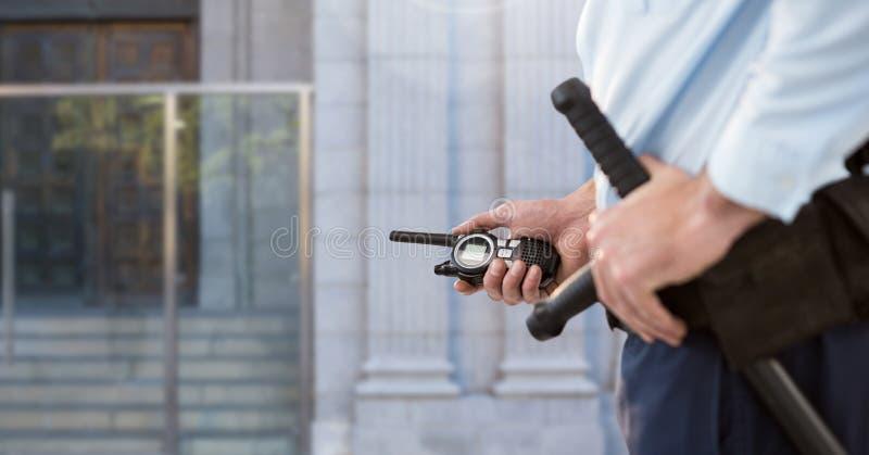 Vigilante de seguridad fuera de la puerta imágenes de archivo libres de regalías
