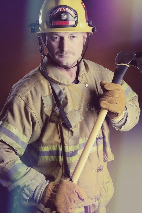 Vigile del fuoco in uniforme fotografie stock libere da diritti