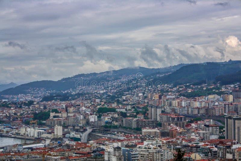 Vigo, Galicia, Espa?a Visi?n desde la plataforma de la visi?n para la ciudad hermosa de Vigo Infraestructura, arquitectura fotos de archivo libres de regalías