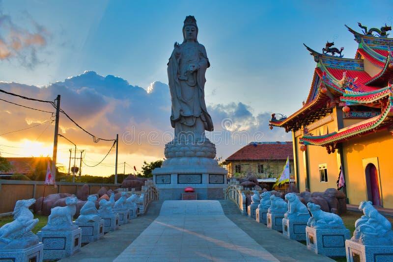 Vihara萨蒂亚达摩是一个现代中国寺庙在Benoa口岸,巴厘岛 这是'萨蒂亚达摩'或'Shenism'寺庙,东南亚 图库摄影