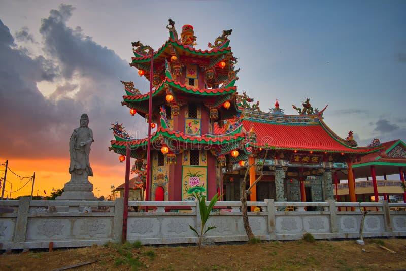 Vihara萨蒂亚达摩是一个现代中国寺庙在Benoa口岸,巴厘岛 这是'萨蒂亚达摩'或'Shenism'寺庙,东南亚 库存照片