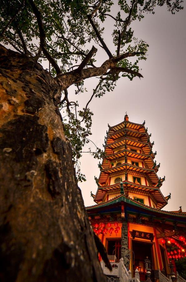 Vihara Buddhagaya in Semarang is Vihara hoogst in Centraal Java stock foto