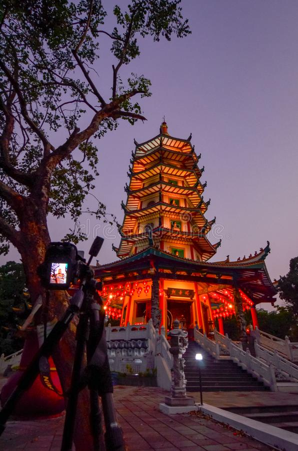 Vihara Buddhagaya in Semarang ist Vihara, das in Jawa Tengah am höchsten ist stockbilder