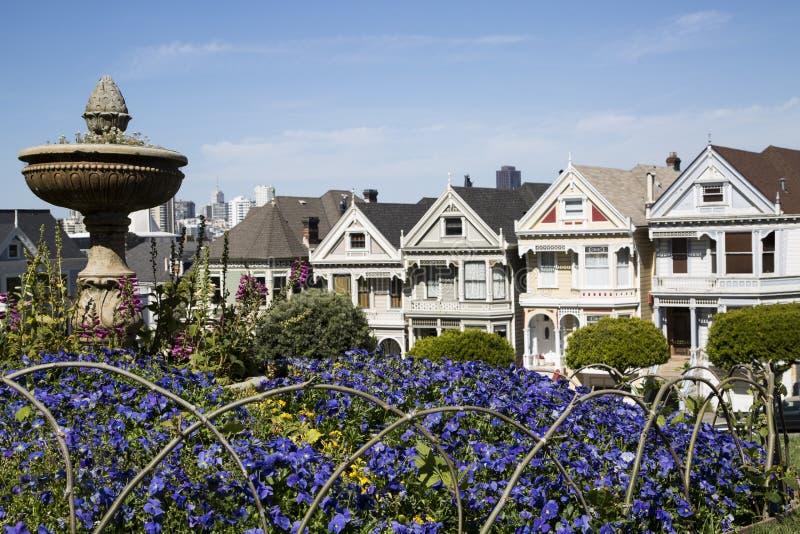 Vijf beroemde geschilderde zusterhuizen in San Francisco Californië stock foto's