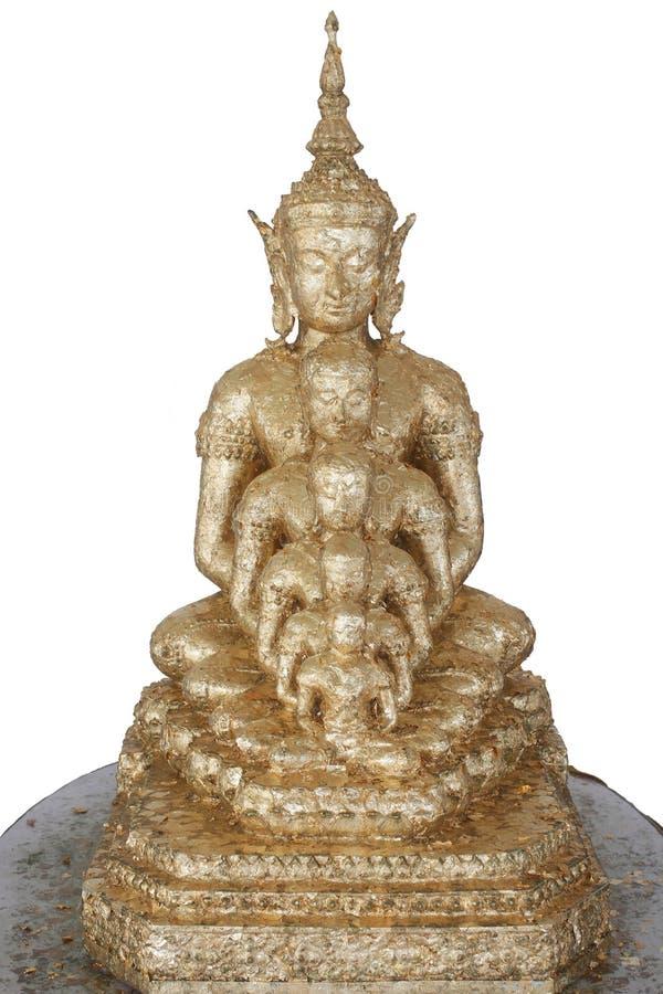 Vijf gouden standbeelden die van Boedha die goed groepering in voorzijde zitten op witte achtergronden, de aantrekkelijke decorat stock fotografie