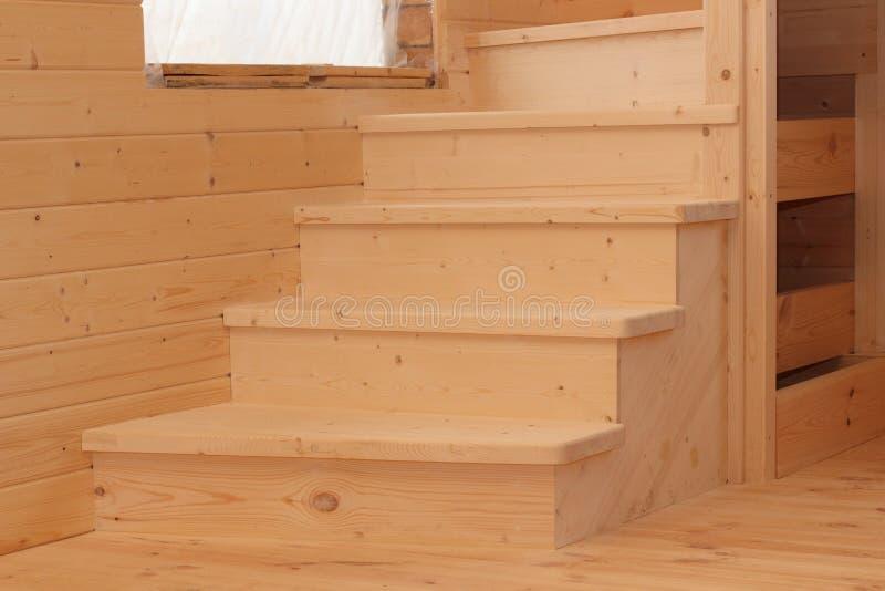 Vijf houten voetstappen onder conctruction stock afbeeldingen