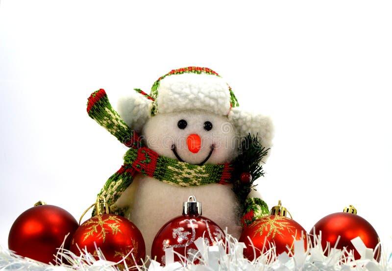 Vijf Kerstmisballen, een witte slinger en een sneeuwman royalty-vrije stock fotografie