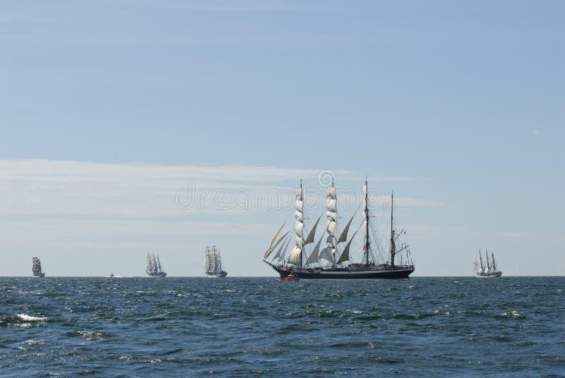 Vijf lange schepen en horizon royalty-vrije stock foto's
