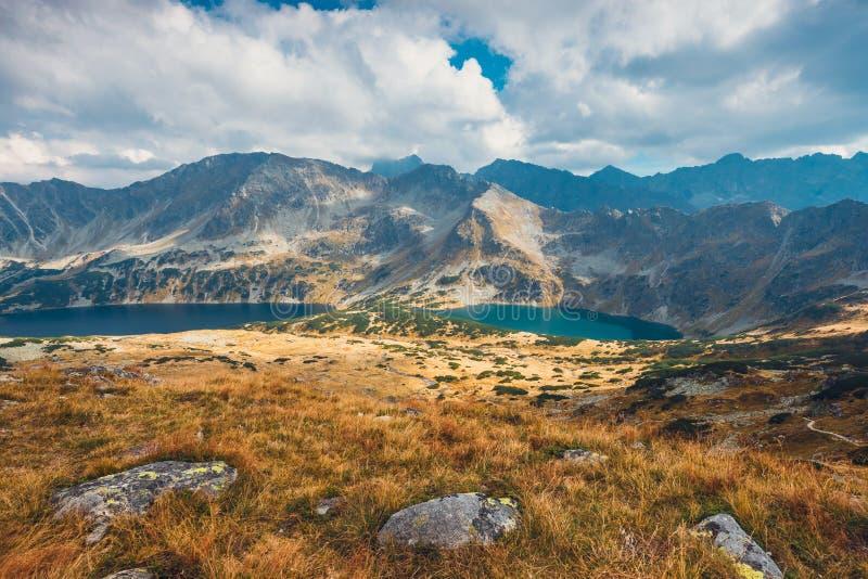 Download Vijf Merenvallei In Hoge Tatras Stock Afbeelding - Afbeelding bestaande uit mooi, rots: 107702307