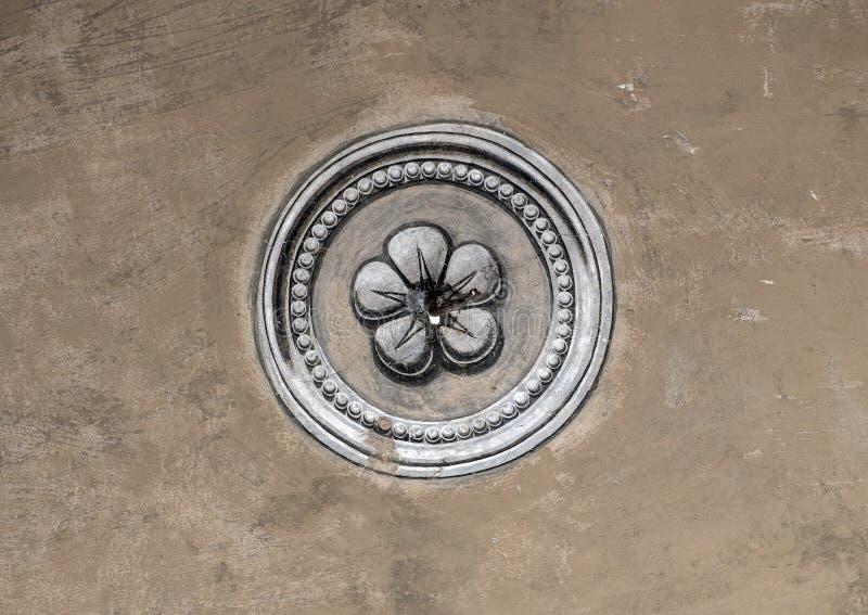 Vijf petaled toenamen, symbool van de Rosenberg-familie, het Kasteel van Cesky Krumlov, Tsjechische Republiek royalty-vrije stock foto