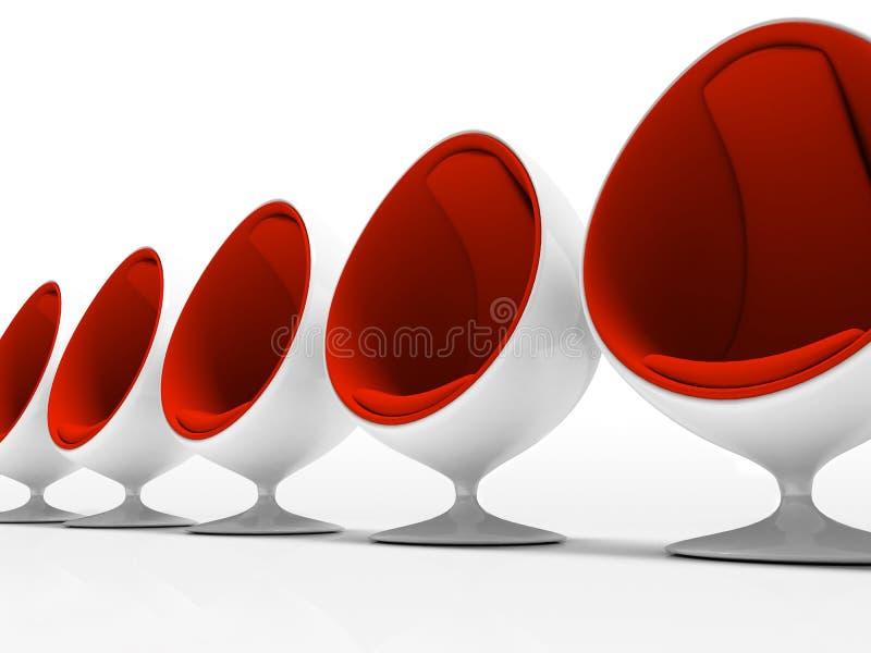Vijf rode stoelen die op witte achtergrond worden geïsoleerdo