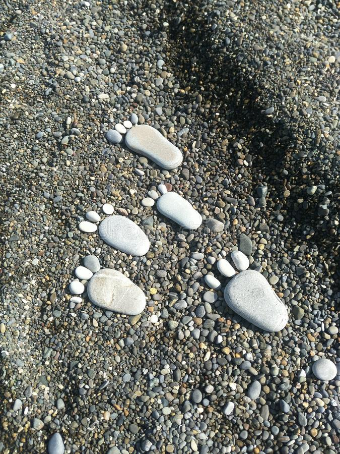 Vijf voet stenen gaat naar het water royalty-vrije stock fotografie